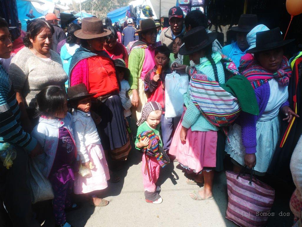 W Peru malutka, jasna Gaja była wielką atrakcja. Dziesiątki rąk lepiły się do jej twarzy, doprowadzając Małą do rozpaczy. Wtedy to zaczęłam uczyć ją obrony własnych granic, póki co chroniąc ja oczywiście osobiście.