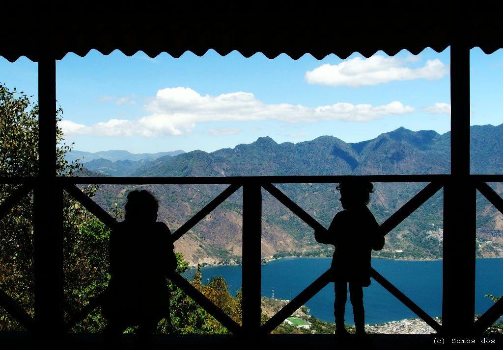 Mirador. Miejsce, gdzie podziwiając widok na Atitlan i nasz domek u podnóża góry, zbierałam siłę na daszą wędrówkę.  /Wulkan San Pedro - jak wejść na szczyt/