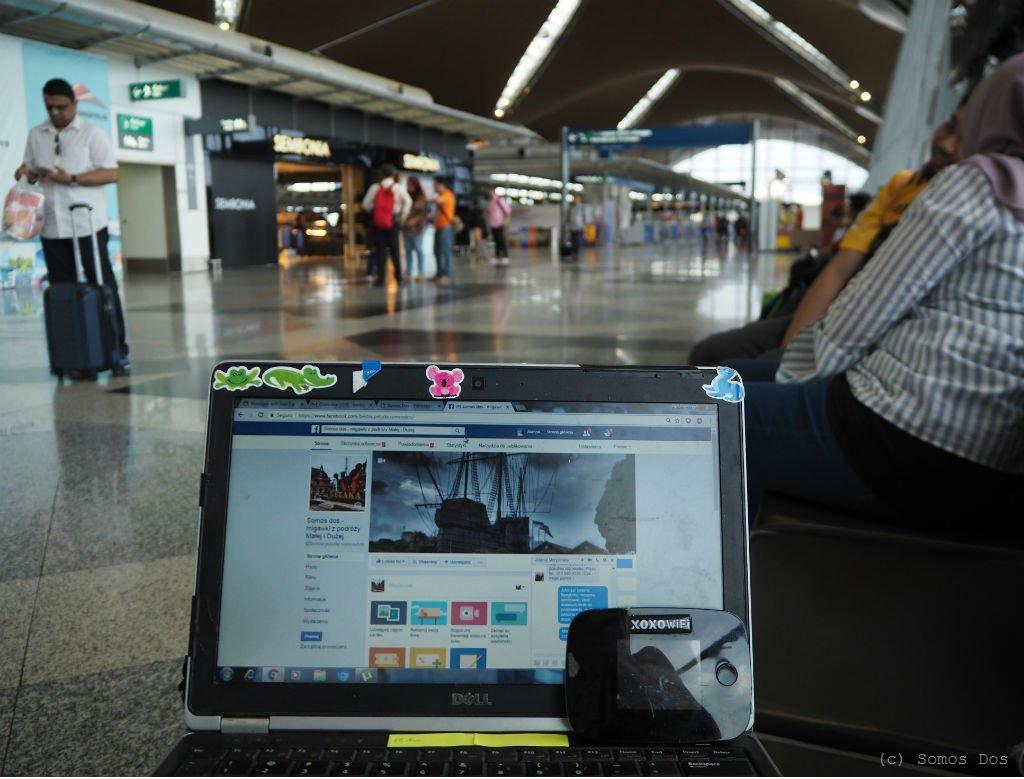 Podróżny router XOXO wifi pomocny w lotniskowych perypetiach.