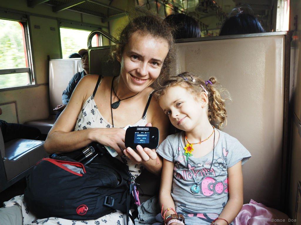 Podróżny router XOXO wifi - pomoc w długich godzinach podróżowania.