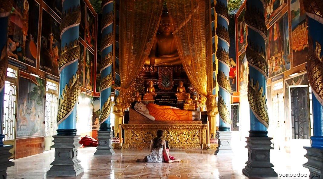 Świątynia - tym razem kambodżańska. W Laosie umarł nam aparat i z dużej części podróży mam zaledwie parę zdjęć strzelonych moją komórką-rzęchem.. :(