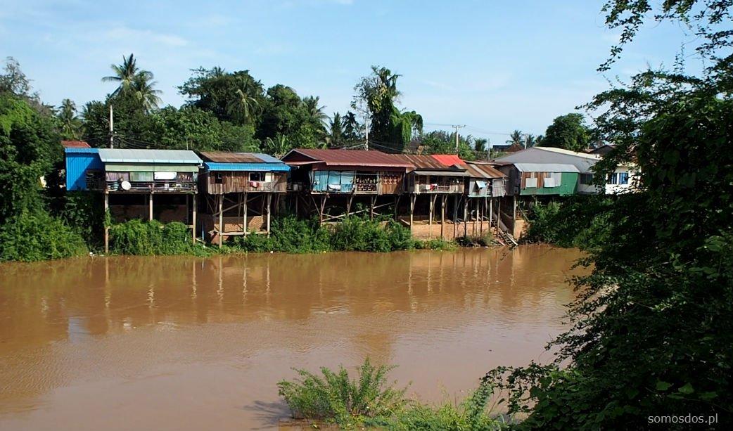 Domy na rzece, Battambang, Kambodża