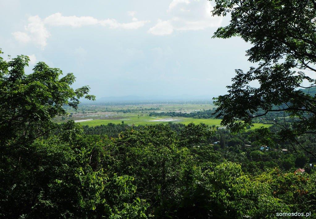 Idyliczny widok z okolicy Killing Cave, Phnom Sampeau, Kambodża
