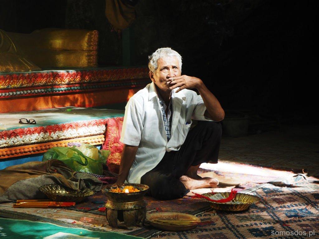 """""""Lepiej nic nie pamiętać, nie wracac do przeszłości, żyć dniem dzisiejszym."""" Killing Cave, Phnom Sampeau, Kambodża"""