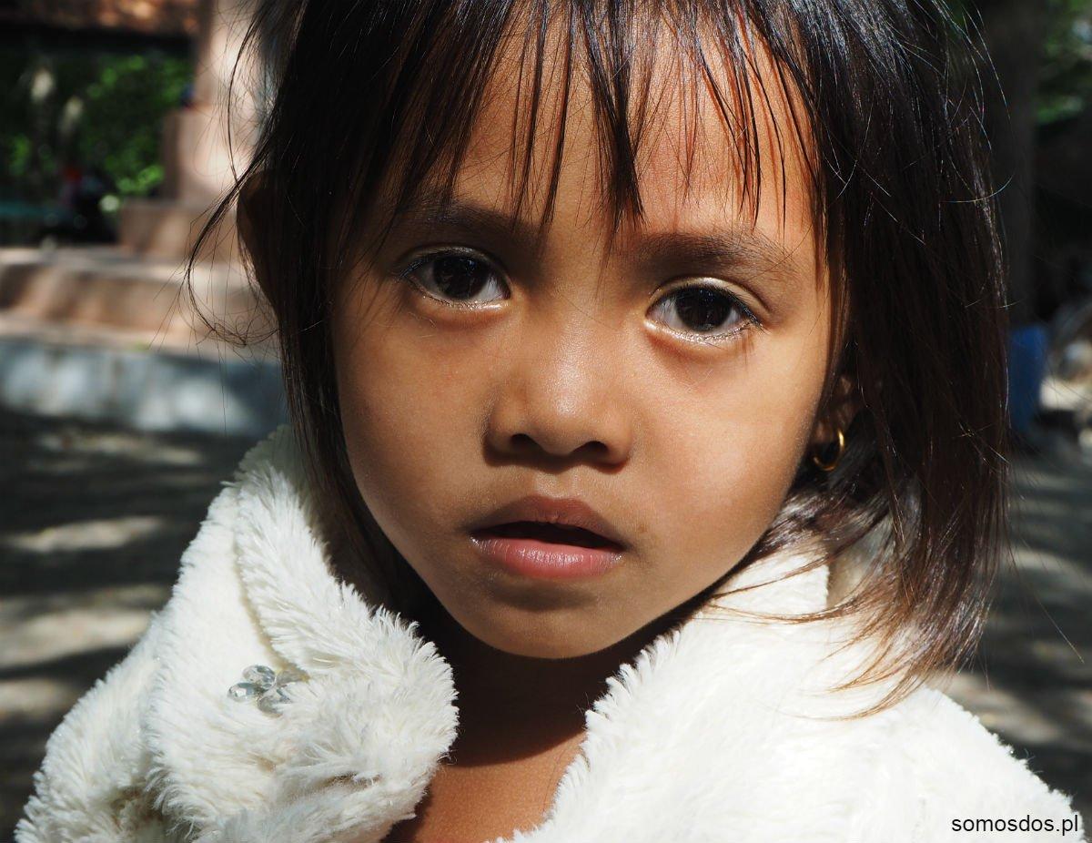 Dziewczynka z parkingu pod Killing Cave, Phnom Sampeau, Kambodża (Czerwoni Khmerzy, czyli jak zginął Pol Pot - cz. I)