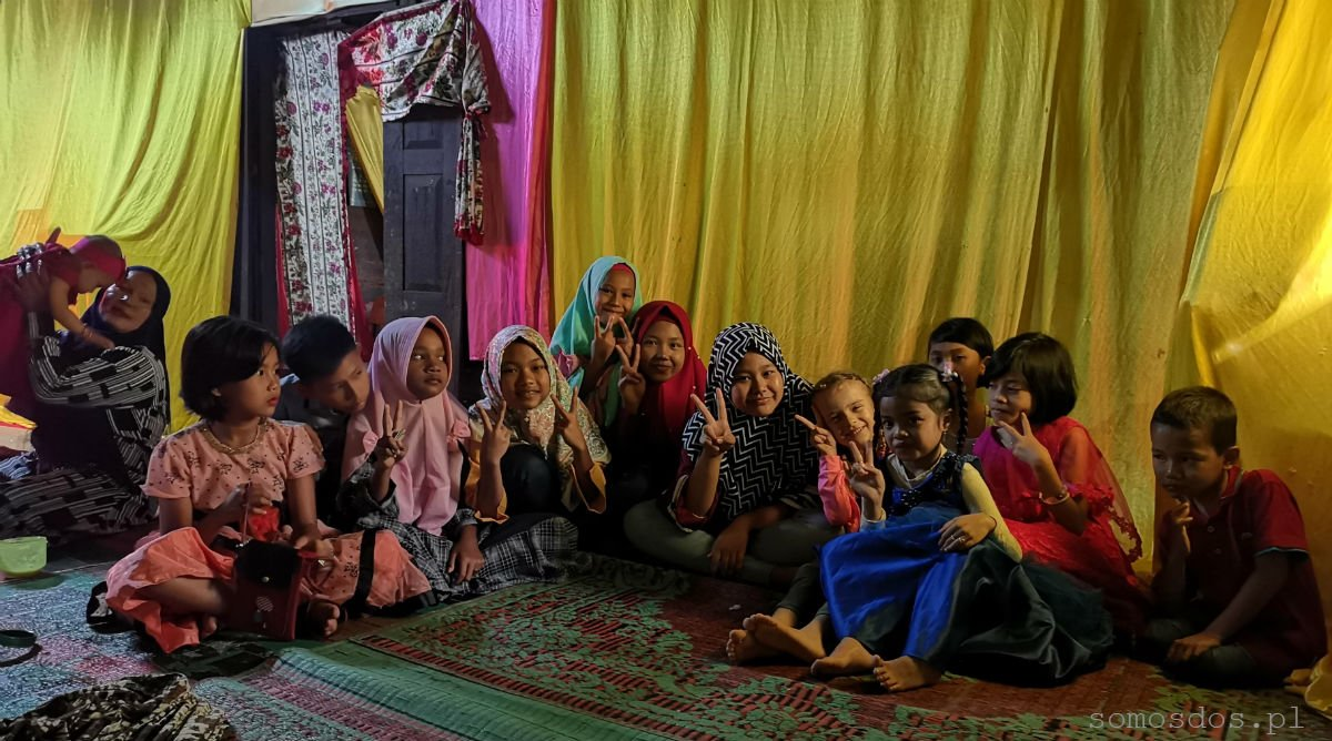 children on Batak wedding sumatra indonesia