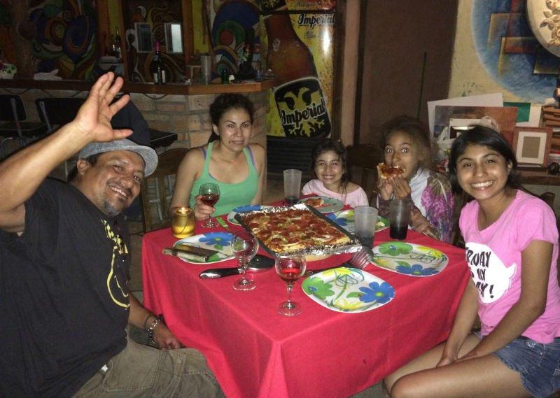 Copán Ruinas, Honduras. Wspaniali ludzie, artyści, nasi hostowie (couchsurfing), którzy natychmiast stali się naszymi przyjaciółmi. Fot. archiwum autorki.