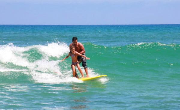 Cabo, Meksyk. Pierwsza lekcja surfowania na Oceanie Spokojnym. Fot.: archiwum autorki.