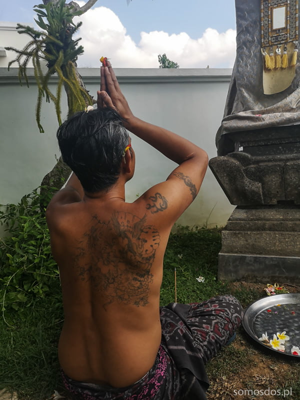 hindu men is praying, Bali