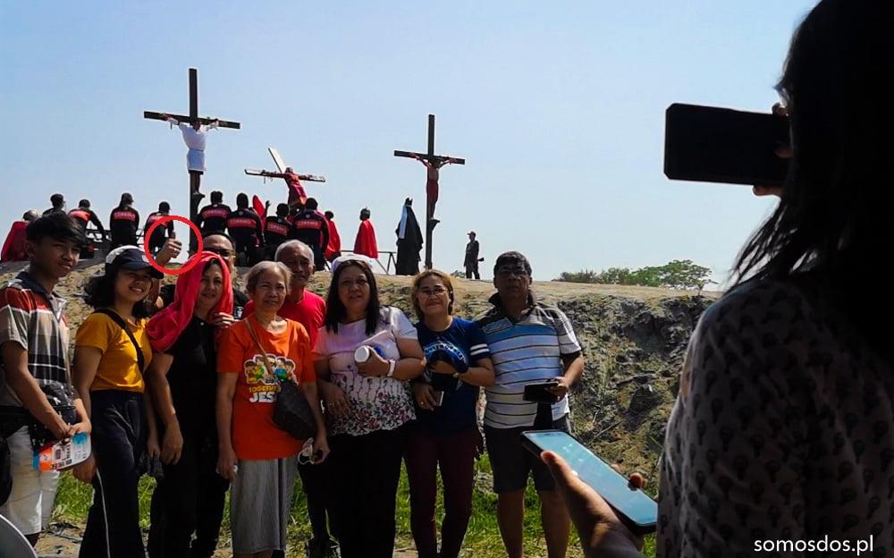 turysci crucifixion san pedro cutud a
