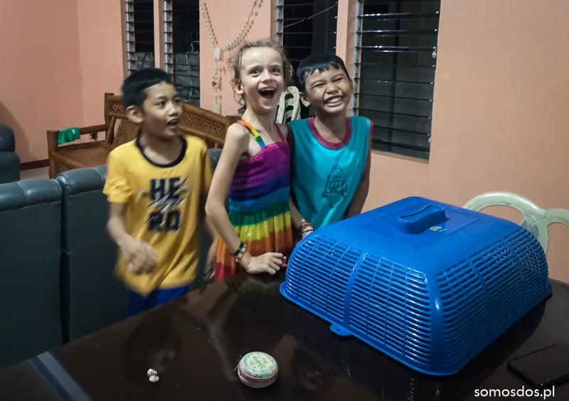 Marinduque Gaja i Ashdonk wariują w domu