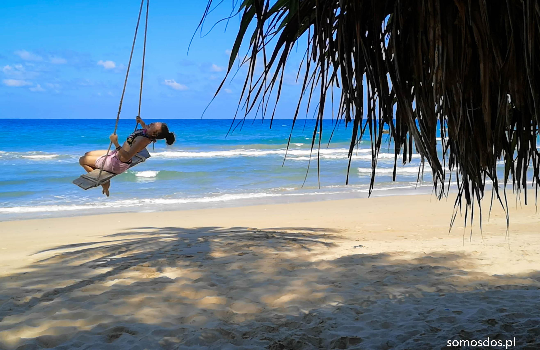 huśtawka na plaży Nilaveli Beach